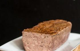 Temos terrines de vários sabores, entre elas a de Pato, Foie Gras e Salmon com gengibre.