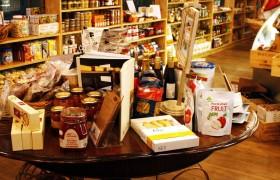 Detalhe da nossa mesa com a seleção de alguns produtos da Casa.